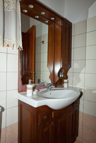 accommodation apolafsis studios bathroom
